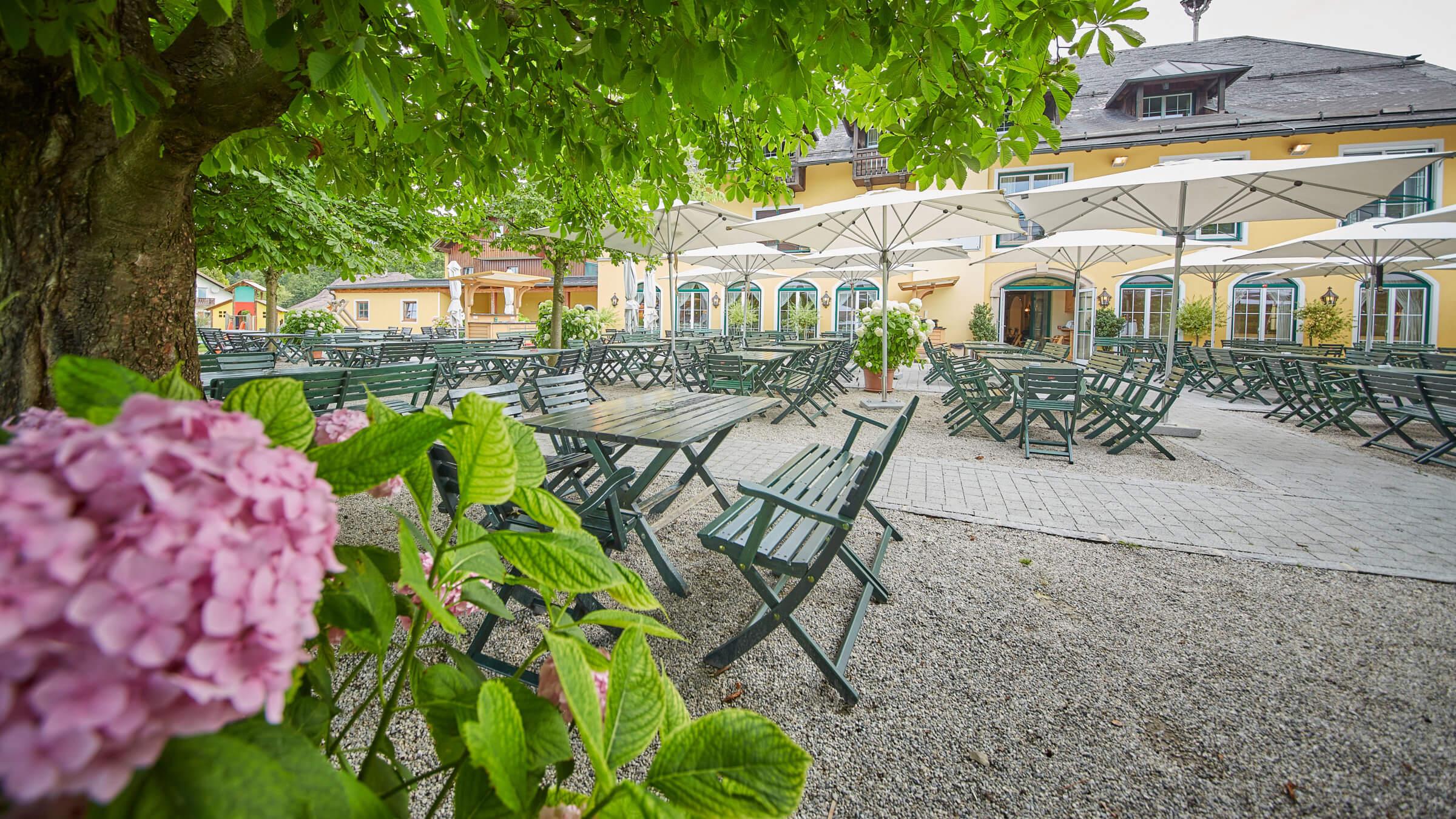 Gastgarten im Gasthaus Pföegerbrücke in Grödig bei Salzburg