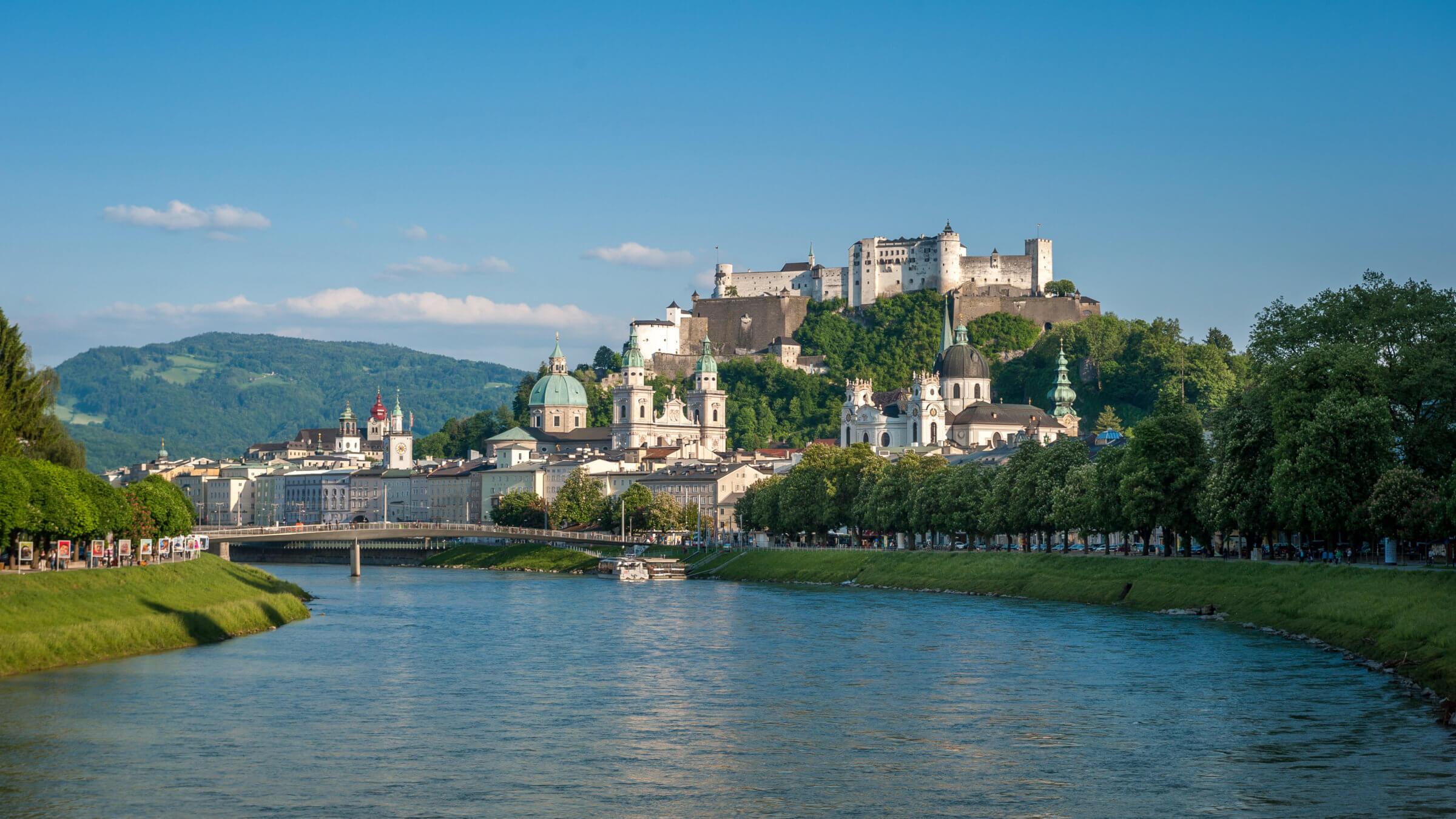 Blick vom Müllnersteg auf die Salzburger Altstadt, Stadt Salzburg, Ausflug von Pflegerbrücke Salzburg, Grödig, Urlaub
